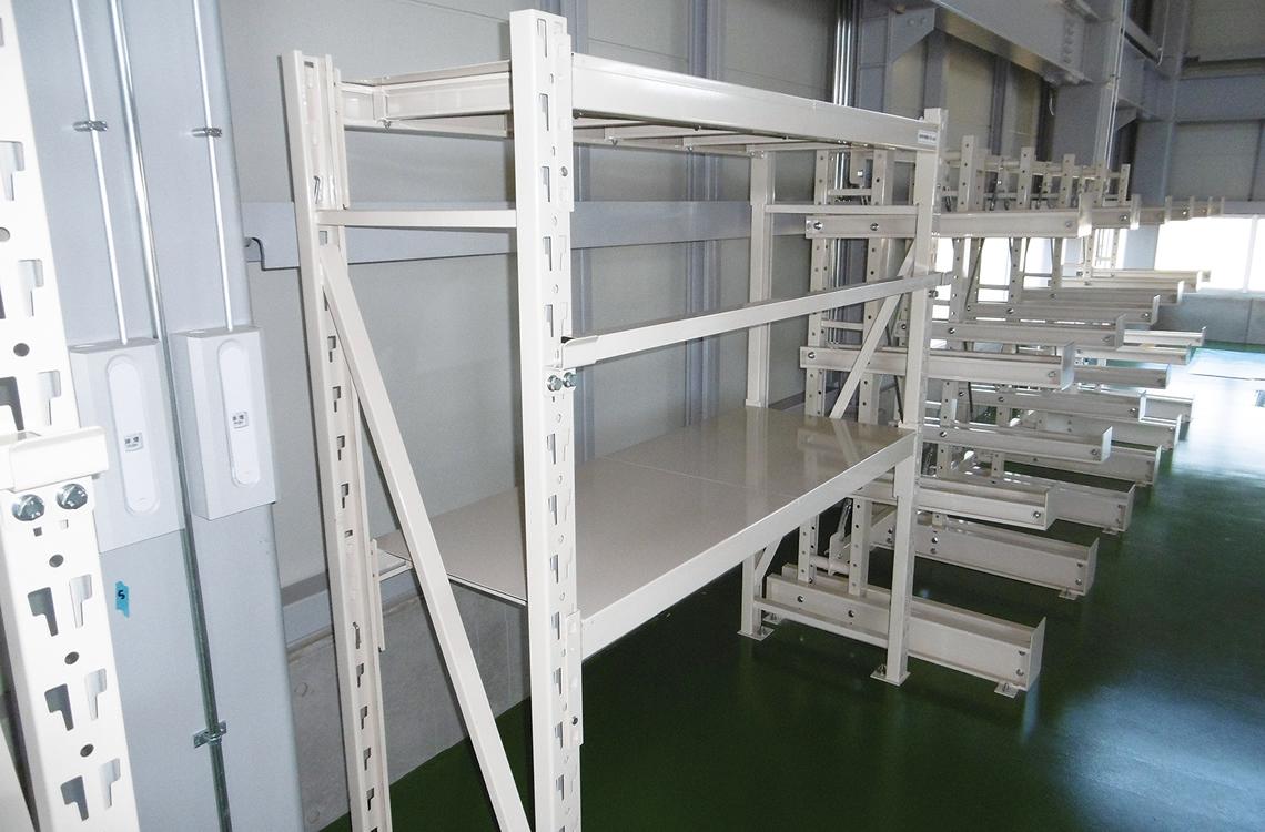 重量ラック:1tまで耐荷重があり、工場の金型収納などに適しております。