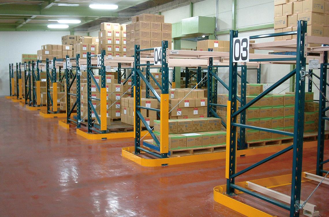 ある程度、大型で重量のある商品の収納に最適な材質と構造で製造されています。